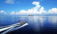 Triển lãm 120 bức ảnh thể hiện tình yêu biển đảo