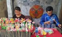 Nghệ nhân đồ chơi dân gian cùng trình diễn tại phố cổ Hà Nội