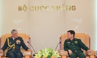 Bộ trưởng Bộ Quốc phòng Ngô Xuân Lịch tiếp Tư lệnh Lục quân Ấn Độ