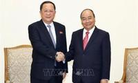 Thủ tướng Chính phủ Nguyễn Xuân Phúc tiếp Bộ trưởng Ngoại giao CHDCND Triều Tiên Ri Yong Ho