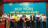 300 sinh viên tình nguyện hỗ trợ du lịch Thăng Long – Hà Nội