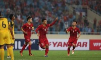 Thắng đậm Brunei, U23 Việt Nam tạm thời vươn lên dẫn đầu bảng đấu
