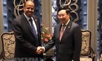 Phó Thủ tướng, Bộ trưởng Ngoại giao Phạm Bình Minh gặp Bộ trưởng Ngoại giao Djibouti Mahmoud Ali Yossouf