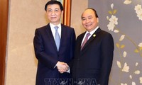 Thủ tướng Nguyễn Xuân Phúc hội kiến với  Bí thư Ban Bí thư Trung ương Đảng Cộng sản Trung Quốc Vương Hộ Ninh