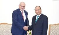 Thủ tướng Nguyễn Xuân Phúc tiếp Tổng giám đốc điều hành IFC Philippe Le Houérou, thành viên nhóm Ngân hàng Thế giới WB