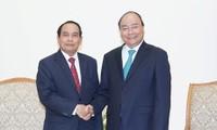 Thủ tướng Nguyễn Xuân Phúc tiếp Phó Thủ tướng Lào Bounthong Chithmany