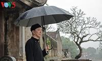 Đại sứ quảng bá vẻ đẹp áo dài Việt trong mưa xuân