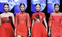 Tuần lễ thời trang Xuân Hè đêm thứ 3: Gam đỏ quyến rũ