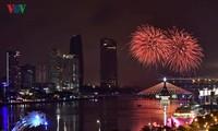 Mãn nhãn với màn trình diễn pháo hoa trên sông Hàn của đội Ba Lan
