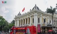 Người Hà Nội háo hức trải nghiệm buýt 2 tầng dạo quanh phố phường