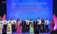 Chùm ảnh: Tặng thưởng 28 tác phẩm lý luận, phê bình VHNT