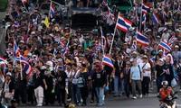 Gobierno tailandés abre puerta al diálogo con manifestantes