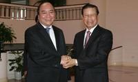 Acuerdan Vietnam y Laos desplegar con eficacia proyectos de inversión