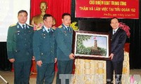 Elogian batallón de misiles en Vietnam