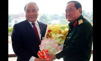 Viceprimer ministro vietnamita visita Comando Superior de la séptima Zona Militar