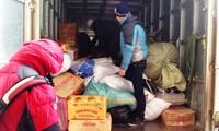 VOV5 ofrece regalos a pobladores necesitados en Meo Vac