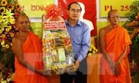 Felicita dirigente vietnamita a comunidad jemer en fiesta tradicional
