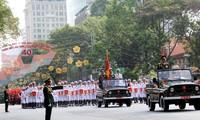 Recuerda Vietnam la reunificación nacional con mitin y desfile militar
