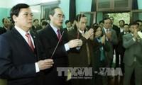 Jefe del Frente de la Patria honra al presidente Ho Chi Minh