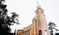 Originalidad arquitectónica de iglesias en la ciudad de Da Lat
