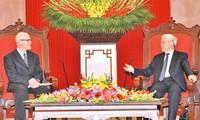 Fortalecen cooperación entre Partidos Comunistas de Vietnam y Estados Unidos