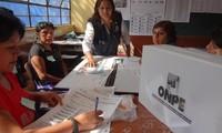 Abren centros electorales en Perú para elecciones generales
