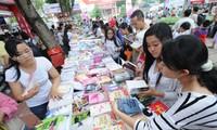 Dinámicas actividades en respuesta al Día del Libro de Vietnam