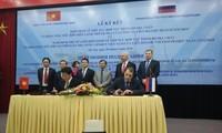 Rubrican Vietnam y Rusia acuerdos en exploración geológica y explotación petrolera