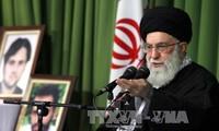 """Ali Khamenei denuncia la eliminación """"en el papel"""" de sanciones económicas contra Irán"""