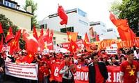 Vietnamitas en República Checa protestan militarización china en el Mar Oriental
