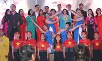 Vietnamitas en República Checa brindan sus aportes a las islas patrias