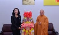 Dirigente vietnamita felicita a comunidad religiosa por la gran fiesta del Buda 2016
