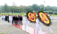 Conmemoración del aniversario 126 del natalicio de Ho Chi Minh en el país y exterior