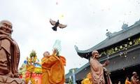 Vietnam conmemora solemnemente aniversario 2560 del nacimiento y la iluminación del Buda