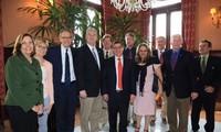 Representantes republicanos estadounidenses se reúnen con el canciller de Cuba