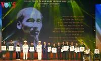 Honran a las 700 personas más destacadas con méritos revolucionarios de Vietnam