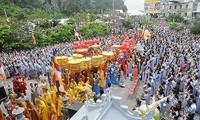 Miles de personas participan en la festividad en homenaje al bodhisattva Kuanyin en Da Nang