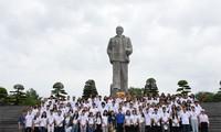 Jóvenes vietnamitas en ultramar visita tierra natal del presidente Ho Chi Minh