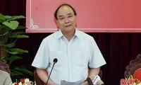 Jefe de gobierno vietnamita revisa la construcción del nuevo campo en provincia central