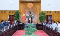 Primer ministro vietnamita se reúne con inversionistas interesados en planta eléctrica en Bac Lieu