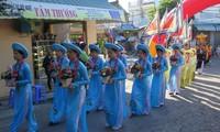 Enaltecen tradiciones culturales vietnamitas en Festival Vu Lan-Ngu Hanh Son