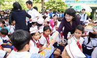 Vicepresidenta vietnamita visita a familias en situación difícil en Binh Dinh