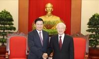 Líder partidista vietnamita se reúne con el primer ministro laosiano