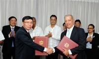 Vietnam entrega una donación de arroz a Cuba