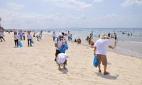 Vietnam se suma al Día Internacional de Limpieza de Playas