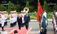 Miguel Díaz-Canel recibido en Hanói por el líder partidista y presidente de Vietnam