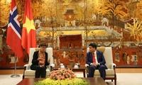 Noruega dispuesta a compartir experiencias con Hanói en uso de energías ecológicas