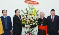 Presidente del Frente de la Patria felicita a creyentes cristianos y protestantes en Hanói por Navidad 2018