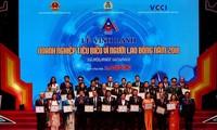 Honran a empresas vietnamitas con grandes aportes al beneficio de los trabajadores