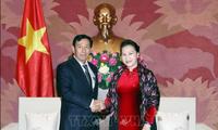 Líder parlamentaria de Vietnam se reúne con político birmano